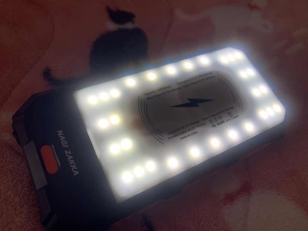 NAGI ZAKKA製ソーラーモバイルバッテリー